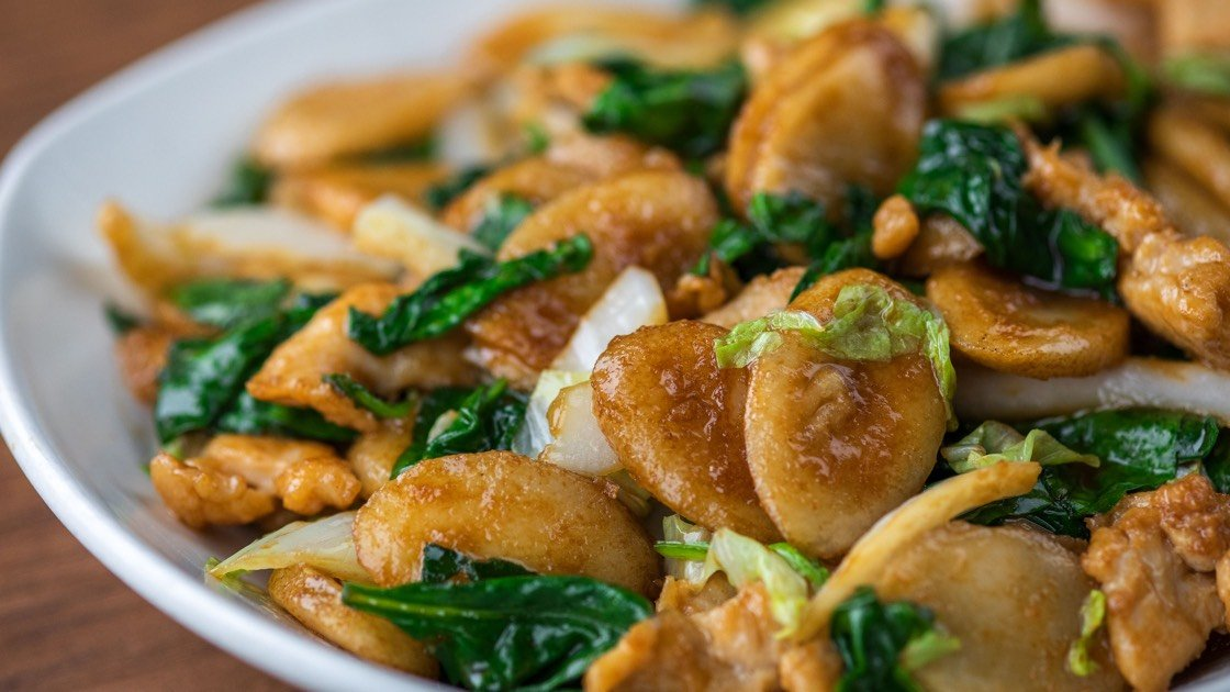 Shanghai Rice Cakes with Jidori Chicken, close up