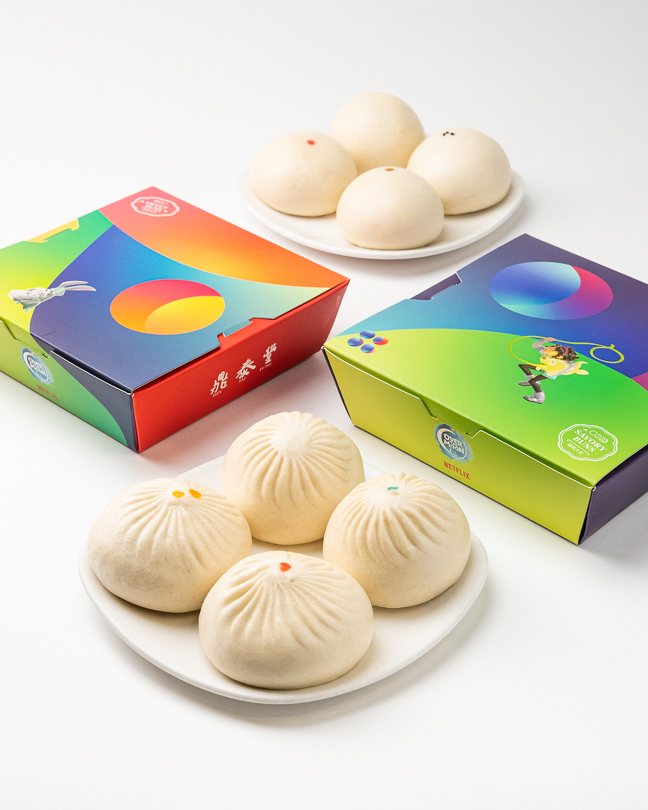 Sweet & Savory bun sets on a plate next to their boxes.